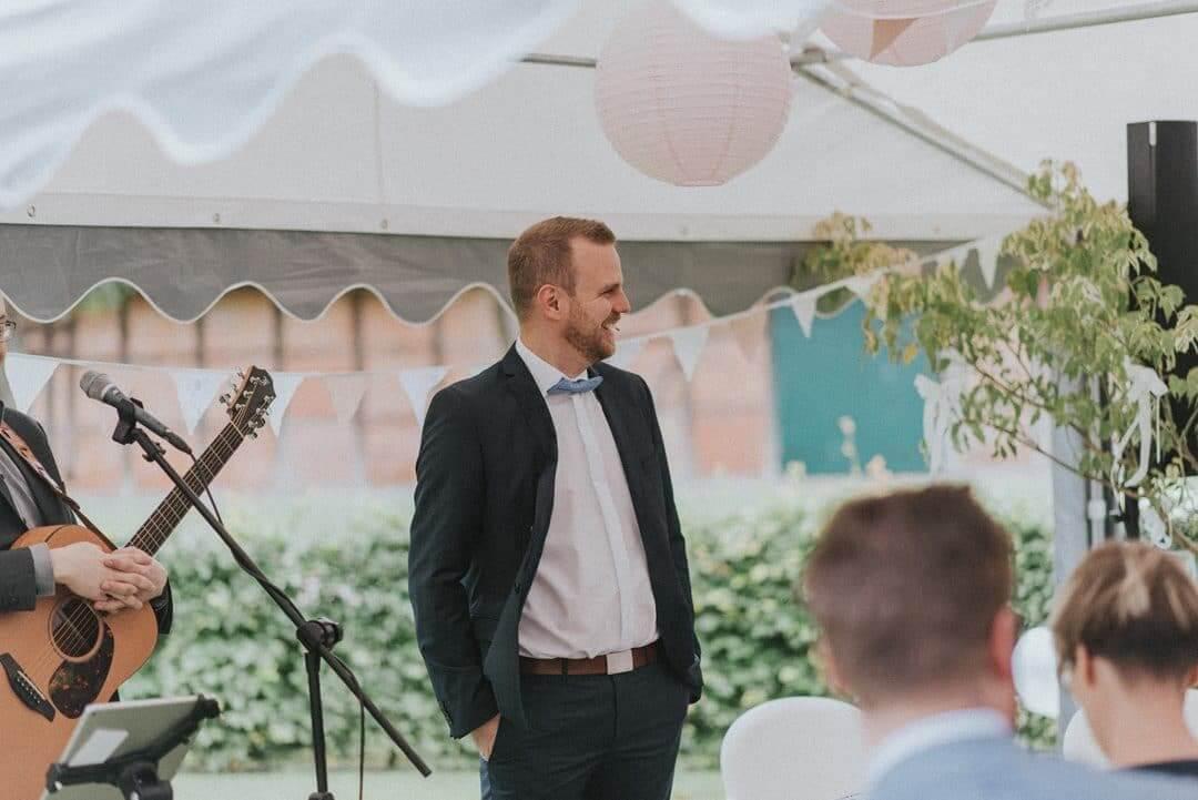 Foto von Franzi Schädel, Franzi trifft die Liebe, Hochzeit auf Gut Segrahn, Freie Trauung auf Gut Segrahn, Trauung im Garten
